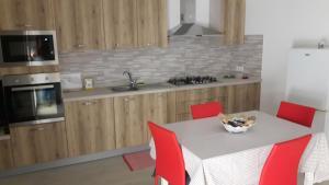 A kitchen or kitchenette at Casa Zina