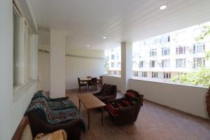 Гостиная зона в Greet apartment in the Opera and tours