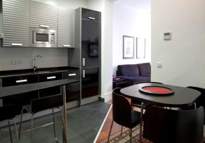 A kitchen or kitchenette at Modern Flats in Justicia by Allô Housing