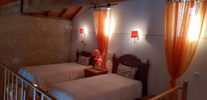 A bed or beds in a room at Casa Rustica do Lagar