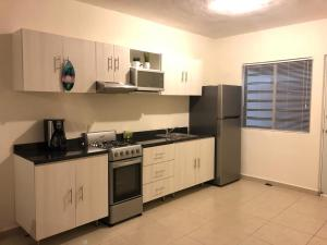 A kitchen or kitchenette at Casa Caribe