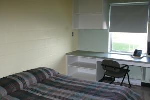 Een bed of bedden in een kamer bij Residence & Conference Centre - Sudbury West