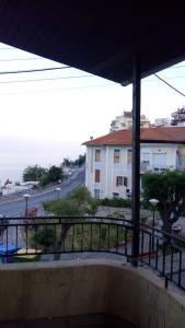 A balcony or terrace at Οικία κοντά στη θάλασσα