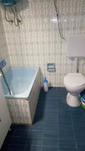 A bathroom at Οικία κοντά στη θάλασσα