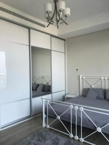 A bed or beds in a room at Brand New Durrat Marina Yachet Club flat / weekend / weekdays/ weekly or monthly