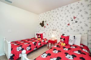 Un ou plusieurs lits dans un hébergement de l'établissement Corner Unit-Themed Disney Home-Star wars & Mickie/Minni, windsor at westside