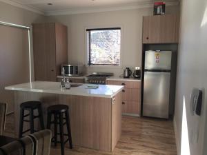 A kitchen or kitchenette at Amazing Cardrona Villa