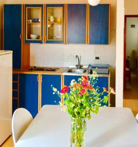 A kitchen or kitchenette at Casa Plava