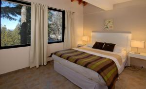 A bed or beds in a room at Catalonia Sur Aparts-Spa