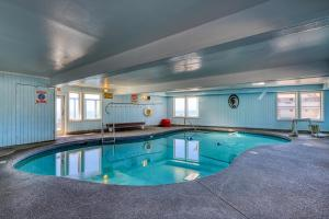 The swimming pool at or near Sea Horse Ocean Front Lodging