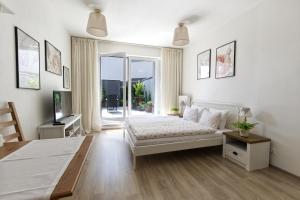 Кровать или кровати в номере Cosy Rosie's Apartment