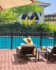 A view of the pool at Zabeel Saray Villas Palm Jumeirah or nearby