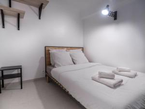 A bed or beds in a room at Appartement centre de Cannes