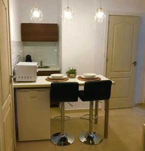 Кухня или мини-кухня в Castle Apartment