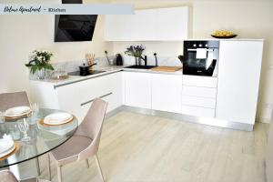 A kitchen or kitchenette at Front Beach Apartments