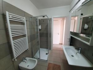 A bathroom at Residence La Margherita
