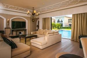 A seating area at Zabeel Saray Villas Palm Jumeirah