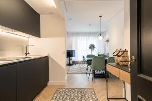 Küche/Küchenzeile in der Unterkunft Feelathome Waldorf Suites Apartments