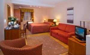 Rainbows Lodge Hotel and Serviced Apartments