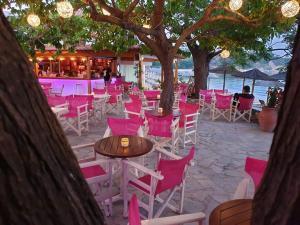 Εστιατόριο ή άλλο μέρος για φαγητό στο Maniatis Garden