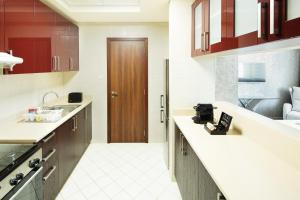 Кухня або міні-кухня у Barceló Residences Dubai Marina