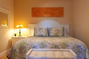A bed or beds in a room at Beach Place Guesthouses