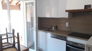 Kuchnia lub aneks kuchenny w obiekcie Appartement Maury