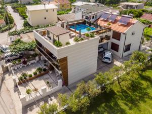 A bird's-eye view of Apartments Davor