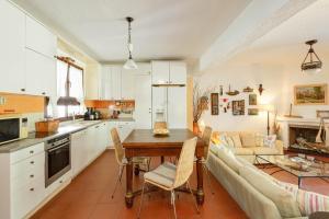 A kitchen or kitchenette at Villa Margaret