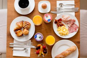 Breakfast options available to guests at Cerise Nantes Atlantis