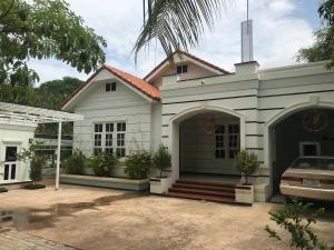 Villa between Angkor and the City