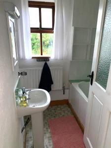 A bathroom at Danny's Old Shop