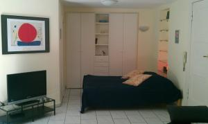 A bed or beds in a room at Apartment Dahlem FU
