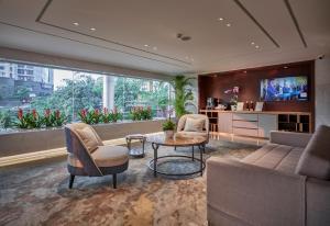 Lounge nebo bar v ubytování Fraser Suites Hanoi