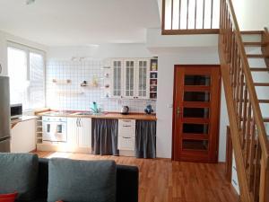 Dapur atau dapur kecil di Podkrovní byt Praha