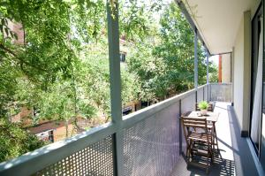 A balcony or terrace at Glasir Apartments Barcelona
