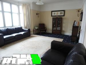 A seating area at Weston-super-Mare Large 3 Bed House 5 min to Beach North Somerset