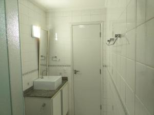 A bathroom at Apartamentos do Paulo