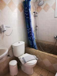 A bathroom at Sky Of Thira