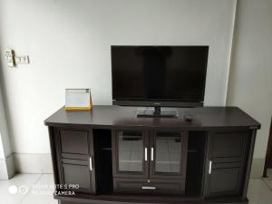 A television and/or entertainment center at Baaris Apartment