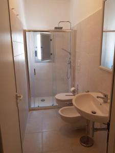 Vannas istaba naktsmītnē Centro Vacanze Lido Smeraldo