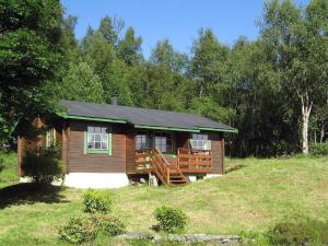 Two-Bedroom Holiday home in Brekke