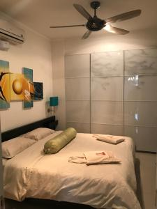 A bed or beds in a room at Premiera Apartments