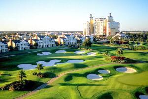 As comodidades de golfe na casa de férias ou nas proximidades