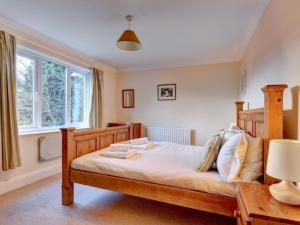 A bed or beds in a room at Holiday Home Chapel Fold