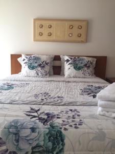 A bed or beds in a room at Rua professora Virgilia Bloco A Porta n 2 1 Esq