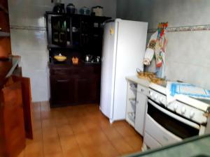 Cuisine ou kitchenette dans l'établissement Chalé Luar da Montanha