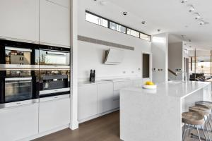 A kitchen or kitchenette at Sonder — Museum House