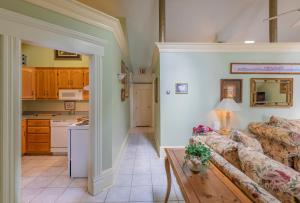 A kitchen or kitchenette at Chipman Hill Suites - Senator Dever House