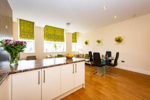 A kitchen or kitchenette at Waterview Deluxe Apartments